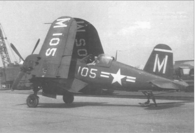 F4U-5 из VF-21 готовкпогрузке на борт авианосца, военно-морская база Норфолк, Вирджиния, апрель 1949 года. В Норфолке, соседствовали авиабаза и база Флота, так что самолет мог быть легко доставлен с аэродрома на пирс.