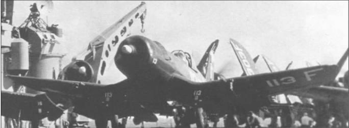 F4U-5, бортовой номер 113, из VF-41 выруливает на старт на авианосце «Мидуэй». Втулка винта и законцовка руля направления белого цвета. Мотор Пратт Уитни R-2800-32W мощностью 2300 л.с. позволял F4U-5 развивать максимальную скорость 756 км/час.