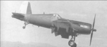 F4U-5N, бортовой номер 601, ВВС Гондураса заходит на посадку в <a href='https://myguidebook.ru/airports/country/RU' target='_blank' rel='external'>аэропорту</a> Тонконтин, 21 марта 1976 года. Знаки национальной принадлежности – синие и белые полосы – на руле направления и законцовках крыла. Радиолокационное оборудование, включая обтекатель антенны на правом крыле, снято.
