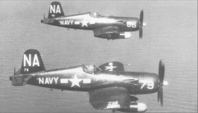 Пара F4U-5N из УС-4 совершает учебный полет вдоль побережья Нью Джерси. 25 сентября 1953 года. Во время Корейской войны части этой смешанной эскадрильи действовали с различных авианосцев. Воут изготовила в общей сложности 214 ночных истребителей F4U- 5N, которые использовались Флотом и КМП.