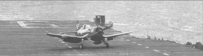F4U-5N, бортовой номер 14, из VC-3 вернулся на авианосец «Эссекс» после боевого вылета, 1952 год. На вертикальном оперении самолета код «NP». Вооруженный четырьмя 20-мм пушками и несший подвесное вооружение, F4U-5N с успехом действовал в качестве штурмовика и днем и ночью.
