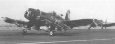 Полностью загруженный ракетами и бомбами, «Корсар» F4 U-5NL аргентинского Флота, номер 3-А-204, готовится к взлету, 1960 год.