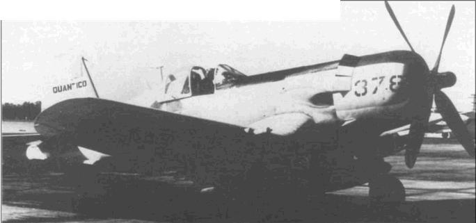 Пилотируемый асом КМП капитаном Джоном Ф. Болт, этот AU-1 (BuNo 129378) из AES-12 был одним из трех последних «Корсаров», использовавшихся в Корпусе. Болт готовится отбыть из Эль Торо, Калифорния на свою постоянную базу Куантико, Вирджиния, 1957 год.