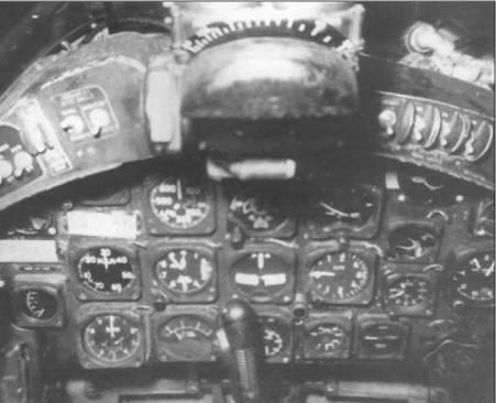 Панель приборов F4U-7 (BuNo 133710) была очень похожа на панель F4U-4, все приборы и органы управления имели надписи на английском языке.