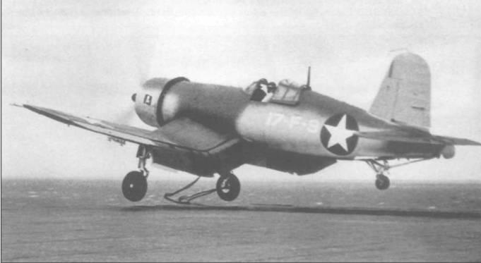 F4U-1, бортовой номер 9, из эскадрильи Томми Блэкберна VF-17 взлетает с авианосца «Банкер Хилл» 30 июня 1943 года, во время его пробного выхода в море. Под самолетом хорошо видна уздечка катапульты.