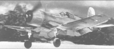 «Корсар» из VMF-214 заходит на коралловую полосу Эспирто Санто, 11 сентября 1943 года. Командир эскадрильи, «Папочка» Боингтон, сделал на этом самолете несколько боевых вылетов.