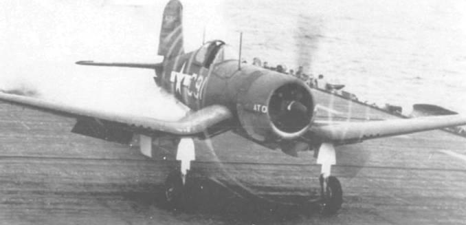 F4U-1A (BuNo 56045) взлетает с палубы эскортного авианосца «Альтамаха» во время испытаний стартовых ускорителей, проводившихся СASU-14 в марте 1944 года. Бортовой номер «С91» на фюзеляже желтого цвета.