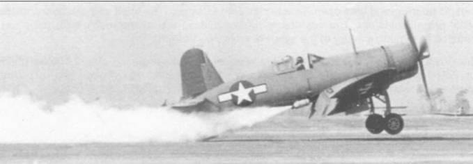 Множество испытательных полетов со стартовыми ускорителями JATO было проведено на авиабазе Флота Анакоста, Вирджиния, включая этот, сфотографированный 7 сентября 1944 года. Ускорители устанавливались по бортам фюзеляжа, за крылом. Каждый ускоритель развивал мощность, эквивалентную 230 л.с.