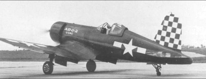 Этот FG-1A был приписан к ABG-2 (Air Base Group Two) в Сан-Диего, Калифорния и участвовал в проекте ЮЕ – попытке рекорда скорости в трансконтинентальном перелете 22 мая 1945 года. Плохая погода на конечном этапе полета помешала этим планам. Киль и руль направления раскрашены в сине-белую шашечку.
