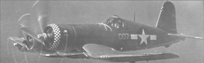 F4U-1A из VMF-115 «Joe's Jokers» несли на капоте, хвостовом конусе и кромках хвостового оперения сине-белую шашечку. На капоте также располагалась эмблема эскадрильи. Эти «Корсары» осуществляли воздушное прикрытие во время вторжения на Филиппины в декабре 1944 года. Самолет на переднем плане – BuNo 50007.