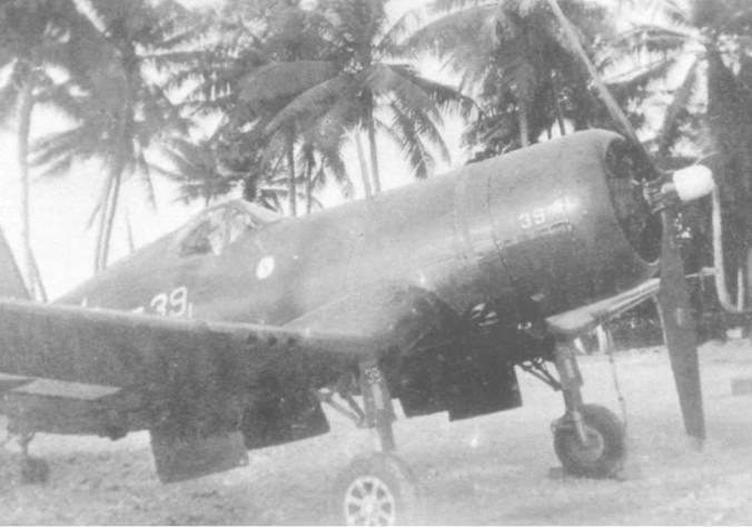 FG-1A из VMBF-331 нес номер «39» на фюзеляже и щитках шасси, остров Мажюро, ноябрь 1944 года. Эмблема эскадрильи нанесена на борту под кабиной с обеих сторон фюзеляжа.