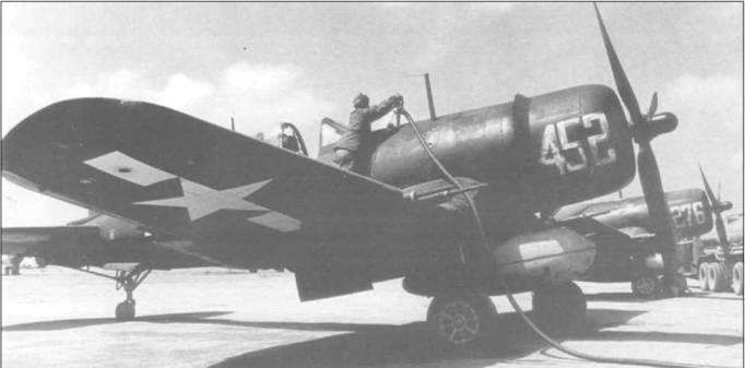 F4U-1C (BuNo 80452) из VMF-311 заправлялся горючим на Иводзиме 18 апреля 1945 года в ходе его длинного перелета на Окинаву, в район боевых действий. Оба F4U-1C несут на капотах большие перегоночные номера белого цвета.