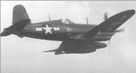 Полностью загруженный баками с напалмом и восьмью 127-мм ракетами HVAR, F4U- 1D, бортовой номер 31, из VMF-323 отправляется атаковать японские силы на вершине горы Куши Таке в Центральной Окинаве, 15 июня 1945 года.