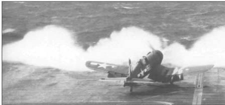 F4U-1D, бортовой номер 182, из VBF-83, взлетая с авианосца «Эссекс» в плохую погоду, «прорывается» через плотное облако океанских брызг. Пилот на взлете держит руль направления повернутым вправо, чтобы парировать разворачивающий момент от мотора Пратт Уитни R-2800-18Wмощностью 2000 л.с.