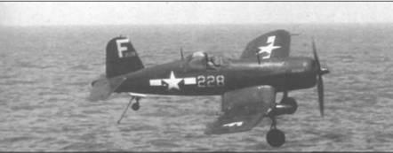F4U-1D, бортовой номер 228, не сумел с первой попытки приземлиться на палубу «Эссекса», август 1945 года. В конце войны геометрические фигуры, использовавшиеся для идентификации Авиационных Групп, стали уступать место буквенным кодам, и литера «F» была присвоена CV- 9. На капоте этого «Корсара» название ALTHEA выполненное желтым цветом, так же, как и номер на борту.