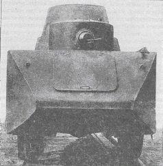 Бронеавтомобиль БАД-2 при движении по рельсам, вид сбоку. Лето 1932 года. Виден кожух для вентиляции боевого отделения (АСКМ).