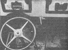 Бронеавтомобиль ПБ-7 в цеху Ижорского завода, вид сзади. Виден трехлопастной гребной винт и задние мосты (АСКМ).