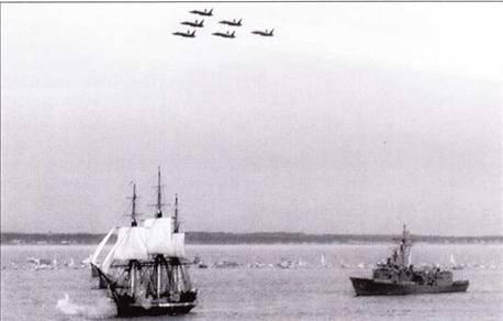 Оружие меняется, по остаются традиции. Звено Blue Angels пролетает над фрегатом Constitution, идущим своим ходом под парусами во время празднования двухсотлетнего юбилея фрегата. Справа от фрегата XVIIIв. плывет фрегат века XX — USS Halyburton.