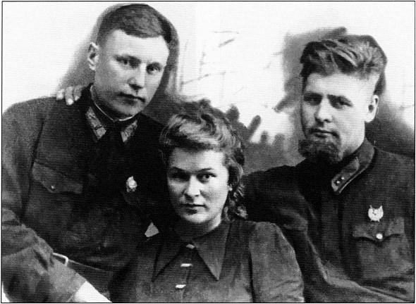 Александр и Мария. Справа — Вадим Фадеев. Осень 1942г.