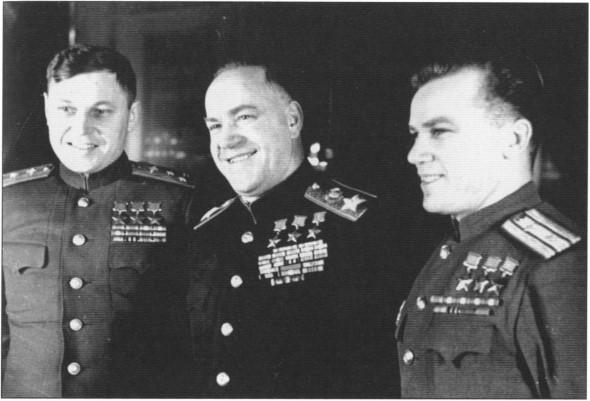 Александр Иванович Покрышкин, Георгий Константинович Жуков, Иван Никитович Кожедуб. Начало 1950-х гг.