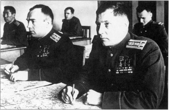 С другом и соратником В.Д.Лавриненковым во время учебы в Военной академии им. М.В.Фрунзе