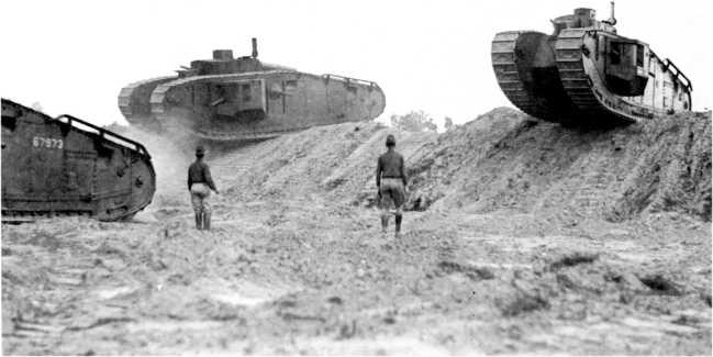 Демонстрация тяжелых танков Mk VIII в Кэмп Миэд, США.
