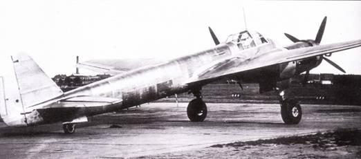 V6 – предсерийный Ju-88/1, выполнил первый полет 18 июня 1938 г. За шестым прототипом последовали четыре прототипа серии А, на которых отрабатывались элементы бомбардировочного вооружения, такие как тормозные щитки для бомбометания с пикирования и подкрыльевые пилоны для внешней подвески бомб.