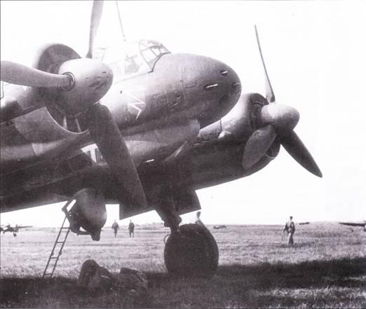Истребители Ju-88C сыграли заметную роль на Восточном фронте, где их применяли в качестве дальних истребителей, штурмовиков и бомбардировщиков. Самолеты сеяли страх и ужас на автодорогах и железнодорожных линиях Советского Союза. На снимке – самолет из KG-3.