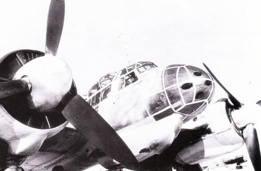 Ju-88C-6 из 4./KG-76 в зимней маскировочной окраске. В носовой части фюзеляжа нарисовано ложное остекление с целью введения в заблуждение пилотов советских истребителей.