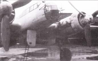 Еще один оснащенный РЛС FuG-200 «Хохентвейль» борец с кораблями Ju-88A-6/ U. Виден откинутый люк кабины и приставленная к нему стремянка. Самолеты Ju-88A-6/U активно действовали в Средиземном море и в Арктике, в меньшей степени их использовали у побережья Франции. Машины данного тина состояли па вооружении Kampfgruppe-606, которая базировалась в Бресте.