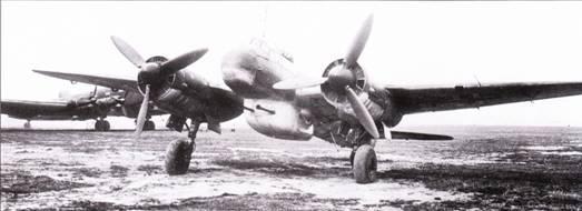 Ju-88P-2 и Ju-88Р-3 (лучше бронированный) были вооружены двумя пушками BK-3,7 (Flak-37) калибра 37мм. Пушки монтировались в обширной гондоле под фюзеляжем со смещением влево относительно продольной оси планера. Па снимке – Ju-88P-3, на заднем плане – транспортный Ju-290.