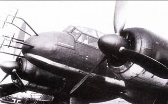 FuG-202/212 «Лихтенштейн» ВС/С-1. Первый германский бортовой радиолокатор для истребителя-перехватчика FuG- 202 «Лихтенштейн» ВС (кодовое обозначение «Эмиль – Эмиль») был разработан фирмой Телефункен и принят на вооружение в 1942 г. В РЛС использовали четыре дипольных антенны – Matratzen. Штатно эти РЛС ставились на самолеты Ju- 88R-1 (на снимке вверху), и вот PЛC данного типа на самолете Ju-88 V58 (на снимке внизу) весьма необычна. РЛС FuG-212 «Лихтейнштейн» С-1 имела отличия в электронном оборудовании, антенны остались те же самые. Изображение от РЛС выводилось на три электронно-лучевые трубки, установленные в кабине самолета.
