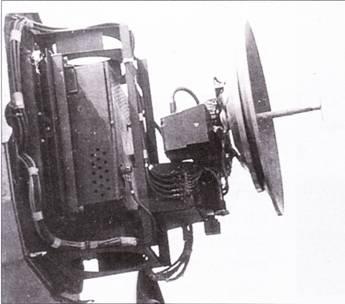 FuG-240/l «Берлин» N-la. РЛС «Берлин» разработана фирмой Телефункен на основе трофейного британского радиолокатора H2S. РЛС сантиметрового диапазона «Берлин» до конца войны успели установить всего на десяти самолетах Ju-88, включая один Ju-88G-7 из NJG-4 (на снимке). РЛС работала в диапазоне длин волн 9 – 9,3 см на чистоте примерно 3 ГГц. В то время не существовало помех для работы такой РЛС. Параболическая антенна РЛС монтировалось под примитивным деревянным обтекателем.