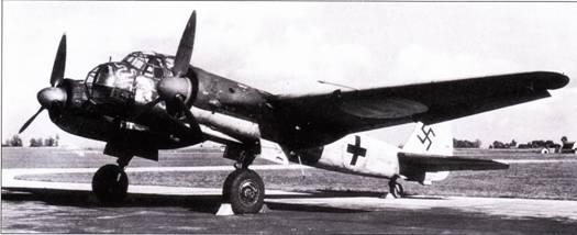 Самолеты Ju-88 применялись с первого до последнего дня Второй мировой войны на всех театрах военных действий, где сражалась германская армия. Не удивительно, что большое количество исправных Юнкерсов союзники захватили в качестве трофеев. На снимке – трофей американцев, Ju-88A-13 (вариант для нанесения ударов но наземным целям с милых высот). На самолет нанесена эмблема 86-й истребительной эскадрильи USAAF (эскадрилья носила название «Команчи», была вооружена истребителями Р-40 и Р-47, действовала в Италии).