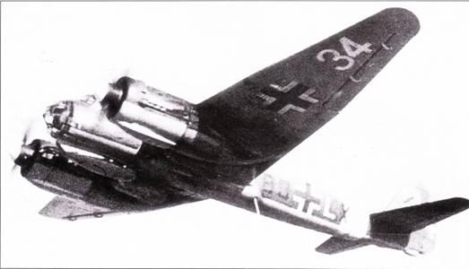 Ju-88A-I из школы пикирующих бомбардировщиков, дислоцированной в Туре, Франция. Самолет сохранил маркировку подразделения, которому принадлежал ранее – 13/KG-54. Номер на нижней поверхности крыла нанесен уже в Туре.