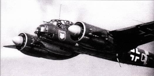 Желтая полней вокруг фюзеляжа обозначает, что самолет действует на Восточном фронте. На снимке – Ju-HHA us 9-го стаффеля 51-й бомбардировочной эскадры. Самолеты этого типа очень широко применялись на Восточном фронте и наносили удары по наземным целям с малых высот.