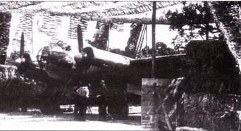 На борту Юнкерса нарисован череп с костями – эмблема KG-54. Укрытый маскировочной сетью бомбардировщик ,Ju-88А-1 и ожидании приказа ни боевой вылет по бомбометанию объектов, расположенных на о. Великобритания. База Сент-Анрэ, Франция.