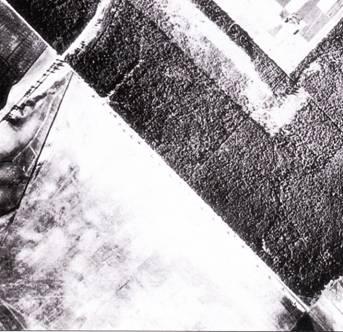Такую картину наблюдали сквозь бомбардировочные прицелы пилоты многих Ju-88 в начальный период операции Барбаросса – ряды советских самолетов на аэродромах. Здесь на летном поле аэродрома Крудзяй, Литва, выстроились 23 бомбардировщика СБ-2. Снимок сделан 21 июля 1941 г., за сутки до того, как аэродром подвергся удару Юнкерсов из III./KG-76.
