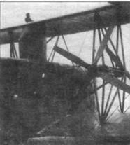 «S.S.W. R. VIII» №23/16. Хорошо видны винты между крыльями, радиатор и обтекатель лесенки, ведущей на верхнюю огневую точку.