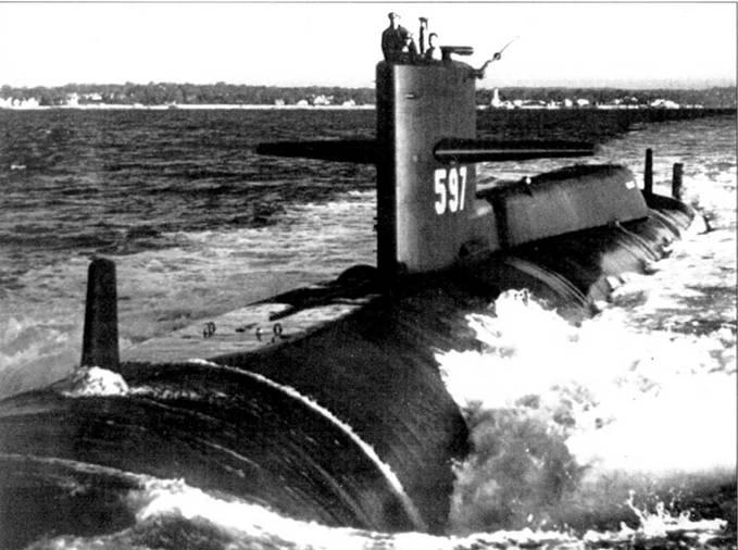 В 1968 г. на субмарине «Таллиби» был установлен еще один обтекатель системы PUFFS, в средней части корпуса. В носовой части лодки находилась ГАС и четыре торпедных аппарата. Лодка окрашена по схеме SS-27F. Портовой номер нанесен на рубку белой краской.