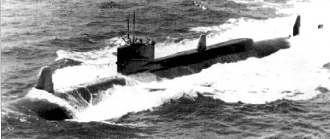 «Таллиби», ныне полностью окрашенная в черный цвет, идет полным ходом в надводном положении, ходовые испытания в районе Гротона, 70-е годы. Бортовые номера и все надписи закрашены черной краской, чтобы никто не догадался какая лодка находится в море. При том, что внешний вид «Таллиби» уникален для мирового кораблестроения. «Таллиби» использовались для испытаний и отработки различных перспективных комплексов вооружения и электроники.