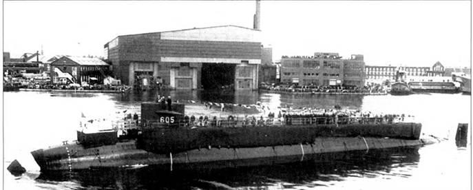 Спуск на воду атомохода SSN-605 «Джэк», Портсмут, 24 апреля 1963 г. На субмарине были установили соосные гребные винты противоположного вращения, которые заменили обычным одним гребным винтом. С ним корабль проплавал четыре года вплоть до исключении из боевого состава ВМС США 31 марта 1967 г.