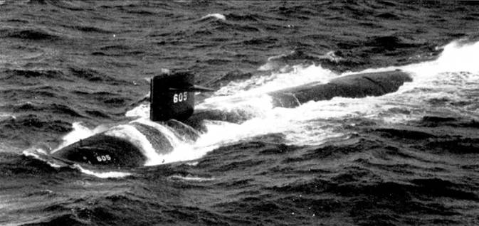 «Джэк» вошел в состав 10-й эскадры подводных лодок с портом приписки Нью-Лондон, шт. Коннектикут. На рубке виден временный ветрозащитный козырек.