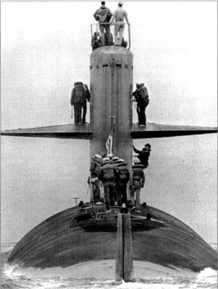 Вид с кормы атомной ударной субмарины SSN-674 «Трепанг», снимок сделан в военно-морской date Нью-Лондон, Коннектикут, в 1985 г. После вступлении в строй 14 августа 1970 г., «Трепанг» вошел в состав 10-й эскадры подводных лодок. Из списков боевого состава ВМС США субмарину исключили 4 января 1999 г.