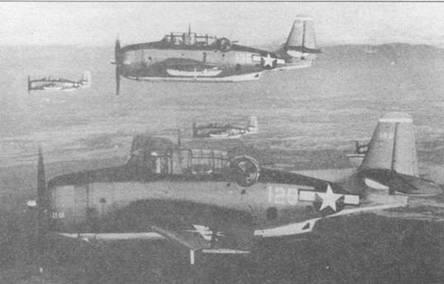 Эвенджеры ТВМ-3 из эскадрильи VT-4, возвращаются на авианосец USS Essex (CV-9) после бомбежки японских позиций около Сайгона, 12 января 1945 года. На обоих Эвенджерах видны остатки старых белых перегоночных номеров (404 и 24) на фюзеляже сразу перед корнем крыла.