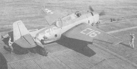 ТВМ-1 (Bu№24737) установленный на катапульте эскортного авианосца USS Mission Bay (CVE-59) в ходе его патрулирования в Атлантике в ноябре 1943 года. Знаки национальной принадлежности имеют тонкую красную обводку, которая использовалась с июня 1943 по октябрь 1943 года.