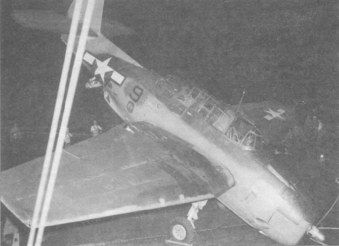 Этот ТВМ-1 потерпел аварию во время ночной посадки па палубу авианосца USS Bataan (CVL-29), 3 февраля 1944 года, повредив правое крыло. На легких авианосцах обычно базировались эскадрилья истребителей и эскадрилья Эвенджеров. Позже в ходе военных действий Эвенджеры с USS Bataan добились четырех торпедных попаданий в японский линкор Yamato, наиболее тяжело вооруженный военный корабль мира.