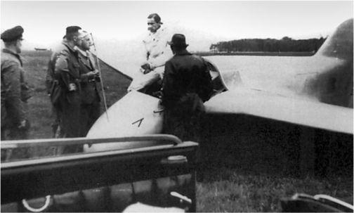 Хейни Диттмар успешно участвовал в соревнованиях различных немецких самолетов, проводимых в период между 1925 и 1929 годами. Он продолжал выигрывать различные соревнования. В 1937 году стал чемпионом мира в первом международном чемпионате. Диттмар провел первые полеты DFS 194 и Me 163A. Во время летных испытаний Me 163A V4 в 1941 году Диттмар стал первым пилотом разогнавшим машину до скорости более 1000км/ч. В 1942 году он был тяжело ранен во время летных испытаний Me 163A V12.