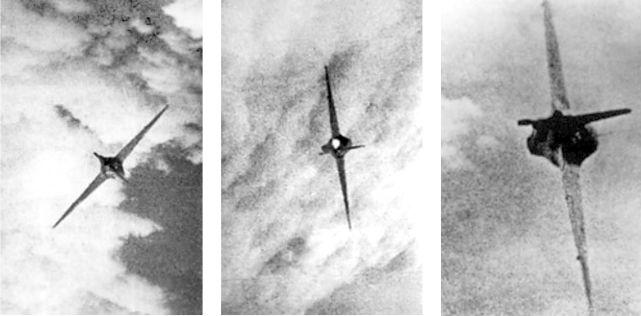 Эти фотографии были сделаны с камеры установленной на P-51 капитана Андерсона. Несмотря на повреждения, Me 163 не был сбит.