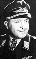 Гауптман Роберт Игнац Олейник служил в 2./JG 3 и 4./JG 1 с 1936 до мая 1943 года. В июле 1943 года он был повышен до группенкомандера. Олейник присоединился EKdo 16 в октябре 1943г.